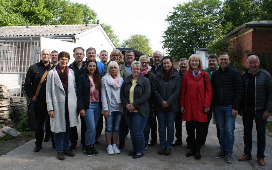 Zusammen mit Bürgermeistern, Amtsleitern und Kämmerer im Tierheim Ahlen zum Informations-Austausch